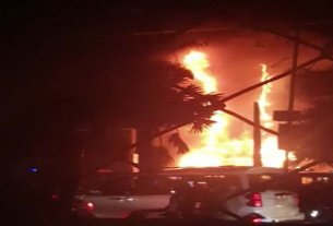Efforts are being made to control the fire caused by fire, fire in Goldsuk shopping mall near Jawahar Circle in Malviya Nagar, Jaipur at around 8.30 pm