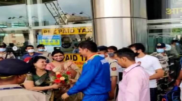 A warm welcome to Paralympic silver medalist Devendra Jhajharia on his arrival in Jaipur.