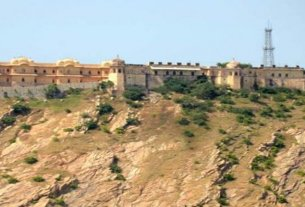 Archaeological Department loses 'Battle of Nahargarh', NGT (national green tribunal) bans illegal commercial activities going on in the fort
